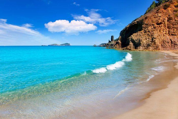 Mejores Playas de Ibiza: Aguas Blancas