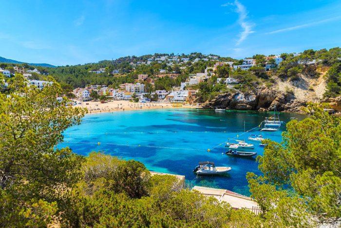 Bañate en Las Mejores Playas de Ibiza: Cala Vadella