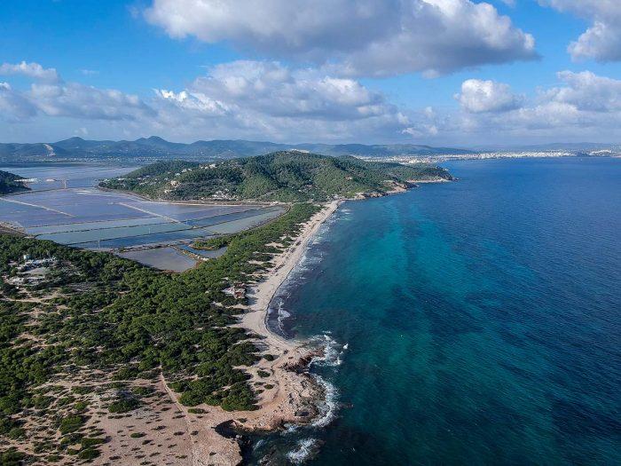 La primera playa nudista de la isla de Ibiza fue Es Cavallet