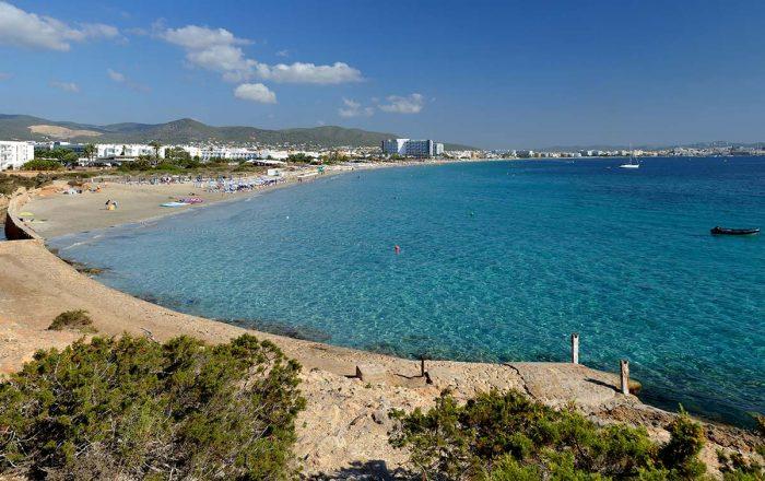 La Playa d'en Bossa entre las mejores playas de Ibiza