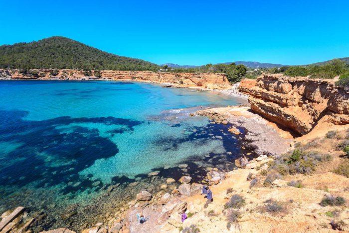 La Cala Sa Caleta entre Las Mejores Playas de Ibiza