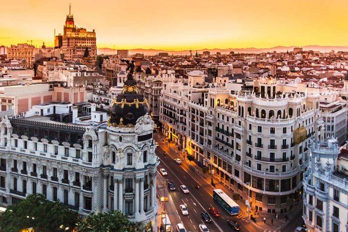 Alojarse en Madrid: Plaza España/Gran Vía, cines, teatros, y compras