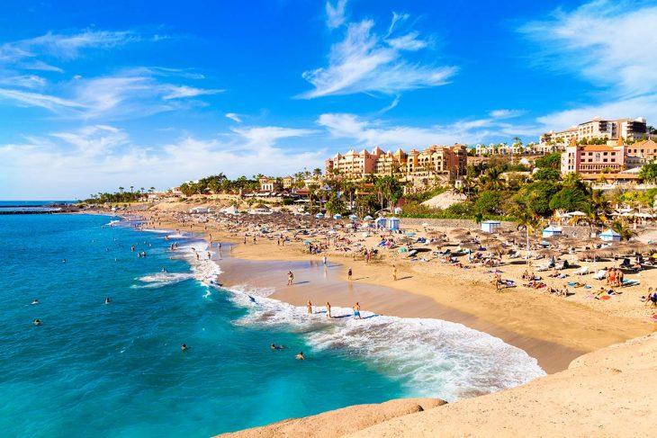 Costa Adeje es una población turística de la isla de Tenerife con una gran diversidad de alojamientos