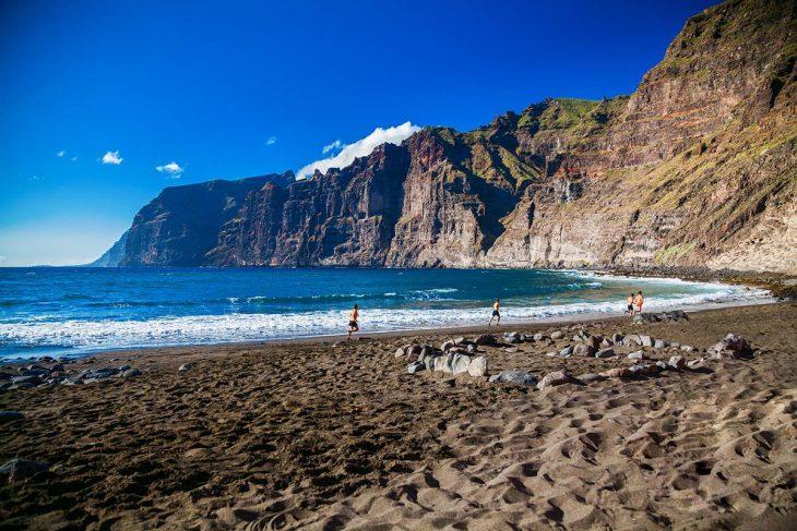 La urbanización de Los Gigantes es perfecta para encontrar donde dormir en Tenerife en pequeños apartamentos cerca del mar y en un entorno tranquilo