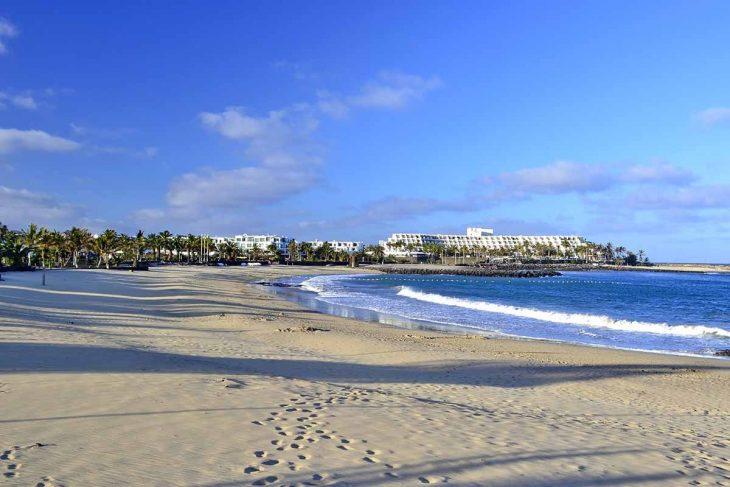 Costa Teguise, una opción donde alojarse en Lanzarote