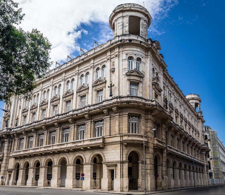 Conocer el Museo Nacional de Bellas Artes en La Habana, Cuba.