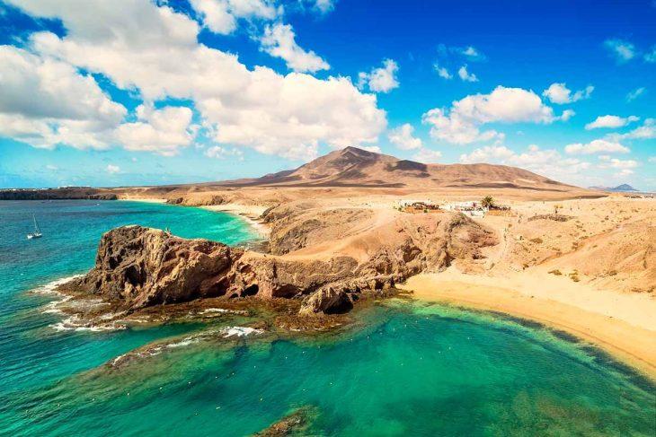 Playa Blanca es un lugar perfecto donde alojarse en Lanzarote para toda la familia.