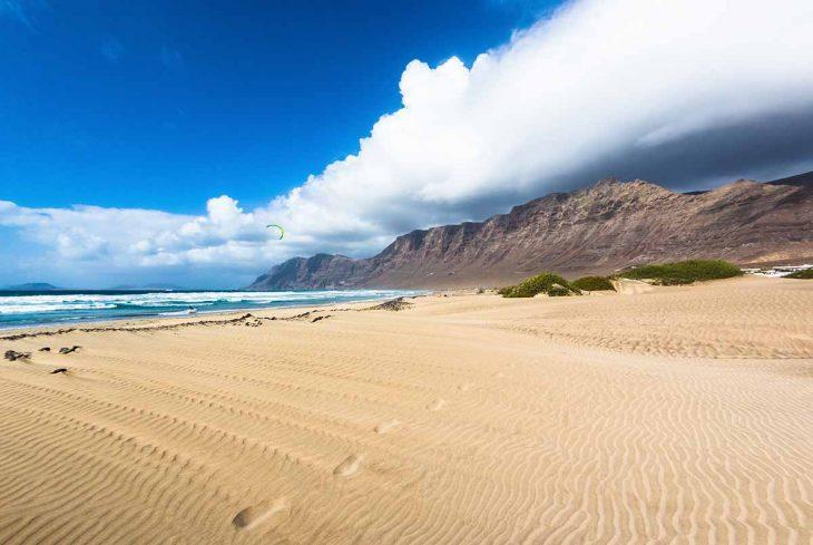 Hospedarse en Lanzarote en playa Famara
