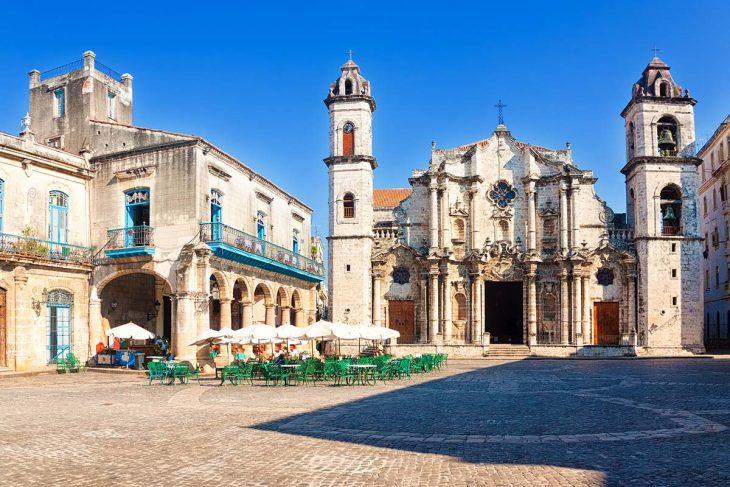 Plaza de la Catedral en La Habana, Cuba