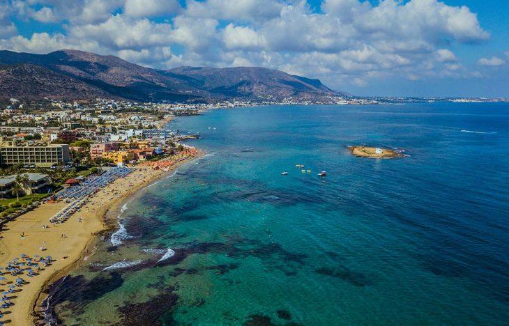 Malia, la ciudad más fiestera donde alojarse en Creta