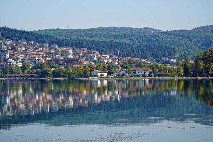 Nadar o pescar en el Lago Sapanca