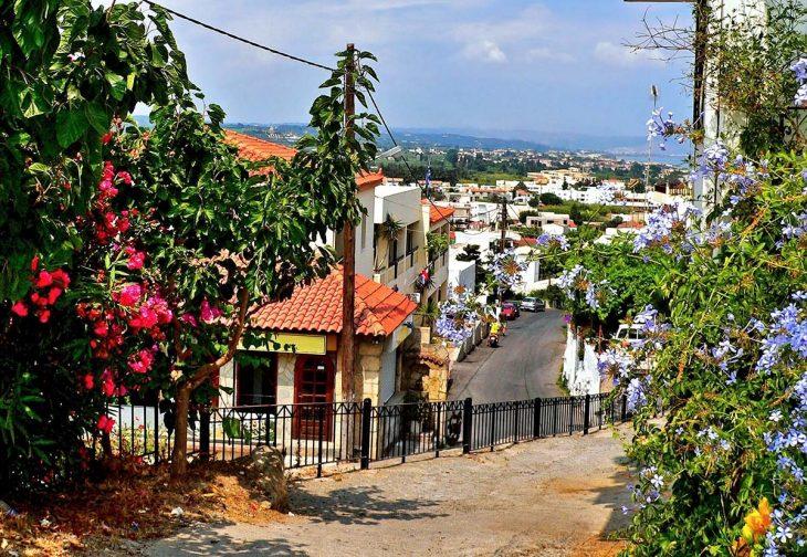 Platanias: amplia oferta de alojamientos en Creta