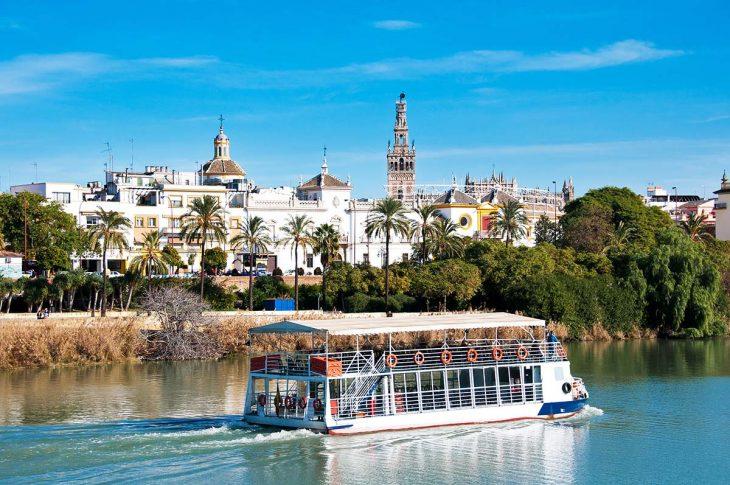 Qué hacer en Sevilla: disfruta de un paseo en barco por el río Guadalquivir