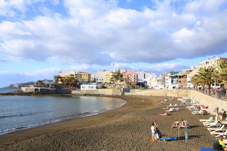 Arguineguin, población llena de alojamientos en Gran Canarias
