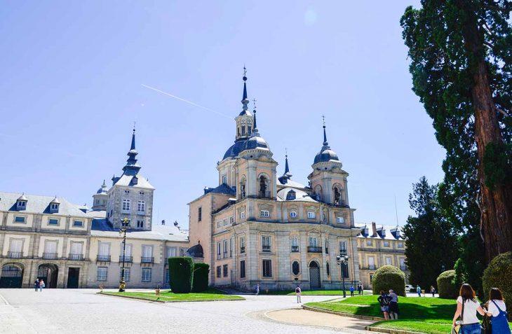 Admirar el fastuoso Palacio de la Granja.