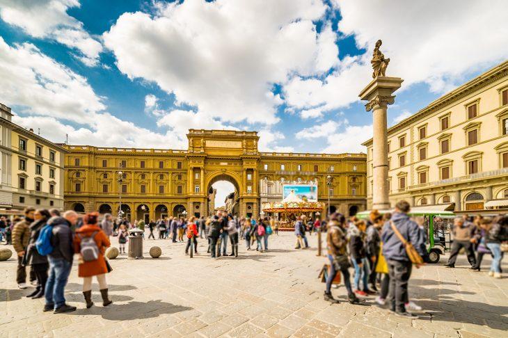 Visitar en Florencia la Piazza della Repubblica