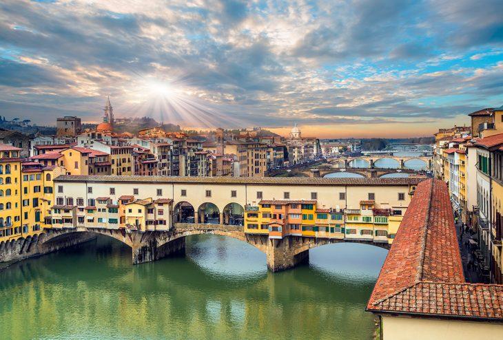El Ponte Vecchio es uno de los monumentos más conocidos de Florencia