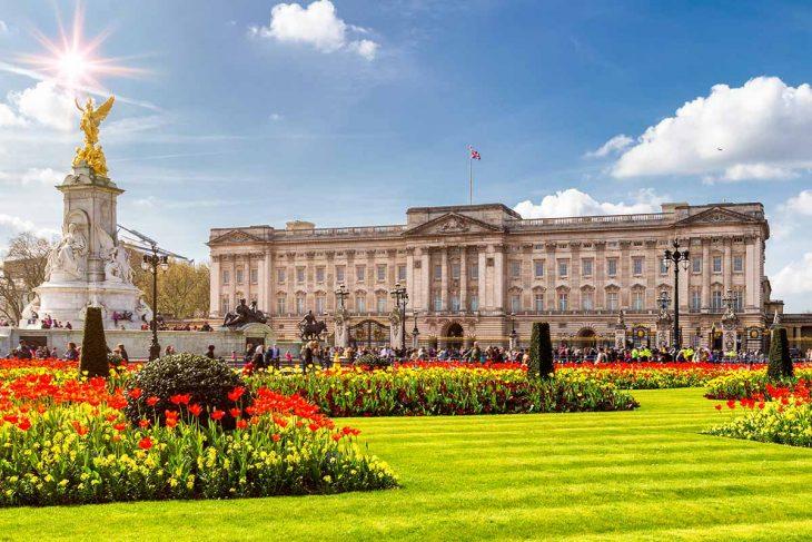 Cosas imprescindibles que hacer en Londres es visitar el Buckingham Palace